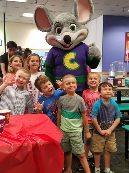 lonnie_party_atChuck_e_cheese